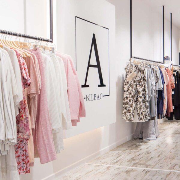 Ambali-Bilbao-Garcia-Rivero-Estudio-Interiorismo-Raquel-Gonzalez-fotografo-Osvaldo-Perez-minimalismo-moda-mostazas